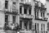 Shabby residential houses in Havana, Cuba — Stock Photo