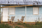 Rocking chairs in front of a home on Cuba — Stock Photo