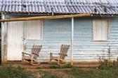 キューバの家の前のロッキングチェア — ストック写真
