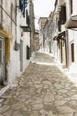 Picturesque alley in a mountain village on Corfu, Greece — Stock Photo