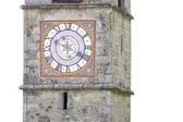 Historiska kyrka klockan i italien — Stockfoto