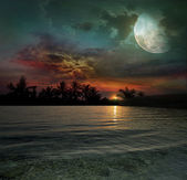 The ocean, sunset and moon — Stock Photo