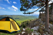 Yellow camping tent on a shore in a morning light — Stockfoto