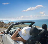 The girl, a car, and the sea — Stock Photo