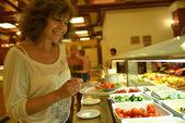 Frauen und essen — Stockfoto