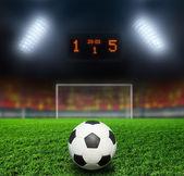 ночной футбольный стадион — Стоковое фото