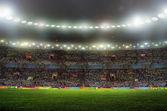 Estadio para deportes y conciertos vacíos en un día soleado — Foto de Stock