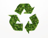回收符号和所涵盖的草花 — 图库照片