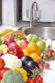 Assorted fruits and vegetables — Stockfoto