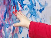 Little child is painting — Stock Photo
