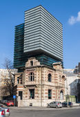 BUCHAREST, RO - March 03: Bucharest Modern Architecture combine with vintage Arhitecture on March 03, 2013 in Bucharest, Romania. Bucharest has prominent buildings in a variety of styles. — Foto Stock