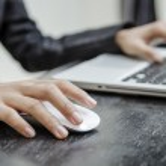 Holding laptop mouse — Stock Photo