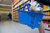 Shopping in supermarket — Stock fotografie