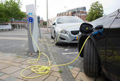 Electric cars at charging station — Foto Stock
