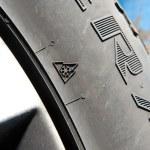 Snowflake on winter tyre — Stock Photo