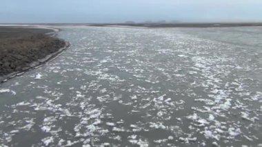 Rivière avec glace — Vidéo