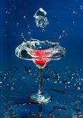 De wijnglas met aardbei — Stockfoto