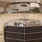 Mercedes-Benz 280SE Convertible, Vintage cars — Stock Photo #12616949