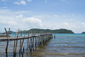 Wooden bridge to the sea,Thailand — Стоковое фото