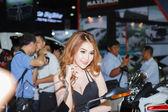 Bangkok - el 30 de marzo: modelo no identificado con benelli en pantalla — Foto de Stock