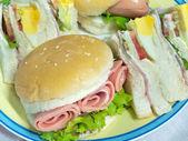 Hamburger ile sandviç — Stok fotoğraf