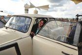 Arabadaki kadın — Stok fotoğraf
