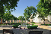 Parco con una fontana — Foto Stock