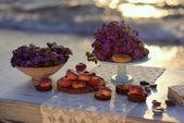 Pêssego em cima da mesa — Fotografia Stock