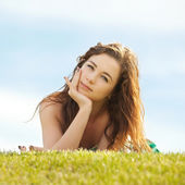 Young woman rest on the green grass — Foto de Stock