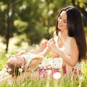 Mother playing with daughter in the park — Stock Photo