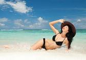 Happy fashion woman on the beach — Stock Photo