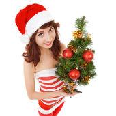Mulher de papai noel com árvore de natal. grande angular — Foto Stock