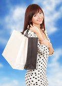 Krásná žena s nákupní tašky — Stock fotografie