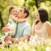 Happy mother, father and daughter in the park — Stock fotografie