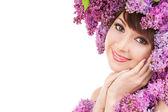 白い背景の上の花を持つ若い女 — ストック写真