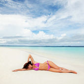 Cute woman relaxing on the beach — Stock Photo