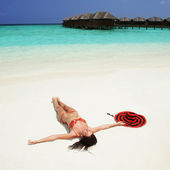 Cute woman relaxing on the tropical beach — Stok fotoğraf