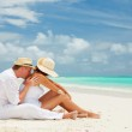 Couple on the beach of sea — Stock Photo