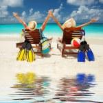 Happy couple on the beach of sea — Stock Photo