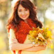 Young pretty woman walking in the autumn park — Stock Photo
