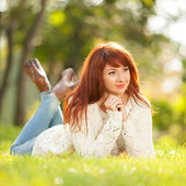 Young pretty woman relaxing in the park — Stock Photo