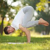 Man doing yoga exercises in the park — Foto de Stock