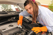 Woman repairing the car. — Stock Photo