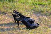 Women's shoes on grass — Stock Photo