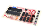 The denomination 10 euros and electronic circuits. The concept of electronic money — Stock Photo