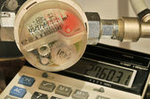 The water meter and calculator — Stock Photo