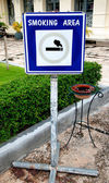 Smoking area sign with ash tray — Stock Photo