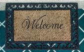 El felpudo de bienvenida texto sobre fondo de piso — Foto de Stock