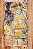 Het beeld van boeddha status op hout geïsoleerd op witte backgr — Stockfoto
