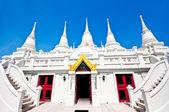 La pagoda blanca sobre fondo azul cielo — Foto de Stock